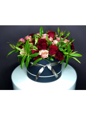 Pink rose and red roses in hatbox