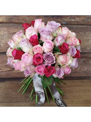 bouquet of mix Pink roses